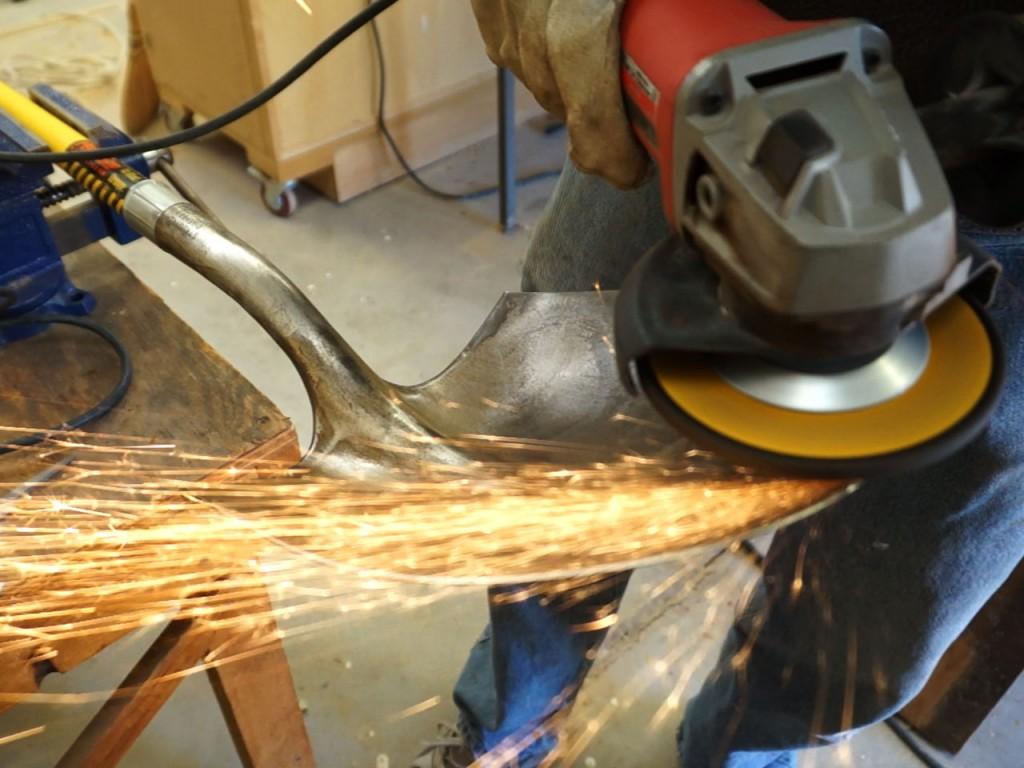 12-sharpen-with-grinder
